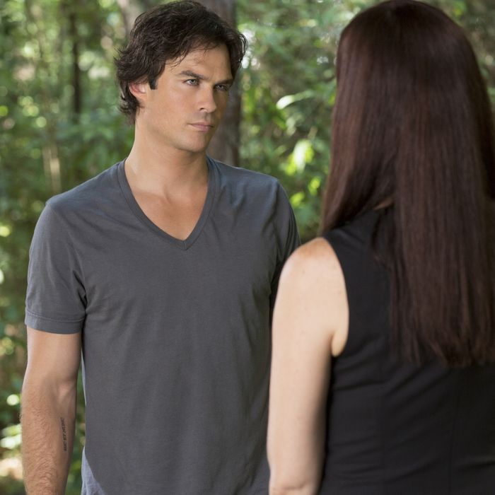 the vampire diaries recap don let her fracture us resume episode dairies rsquare w700 Resume Vampire Diaries Resume Episode